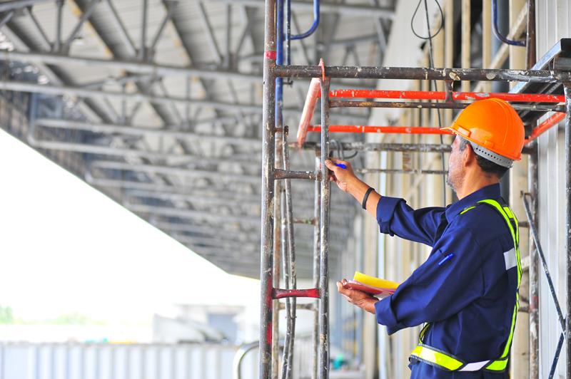 Vérification échafaudage sur un chantier